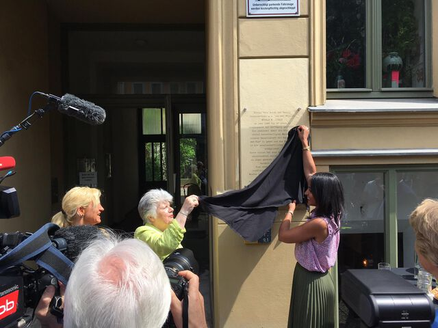 Enthüllung der Gedenktafel für die Mäzenin Marola M. Lebeck am 11.Juni 2019